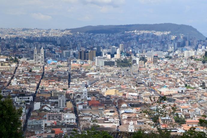 Quito desde la estatua de la Virgen Maria en El Panecillo